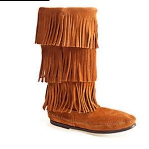 Minnetonka Shoes - MINNETONKA FRINGE BOOTS SIZE 7